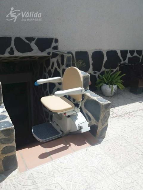 Instal·lar una cadira elevadora per millorar l'accessibilitat de les persones majors
