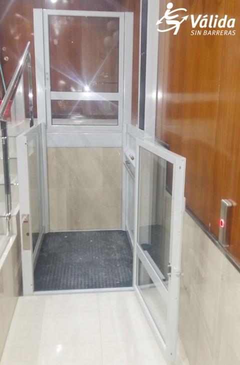 plataforma elevadora Vectio amb central hidràulica i terra antilliscant