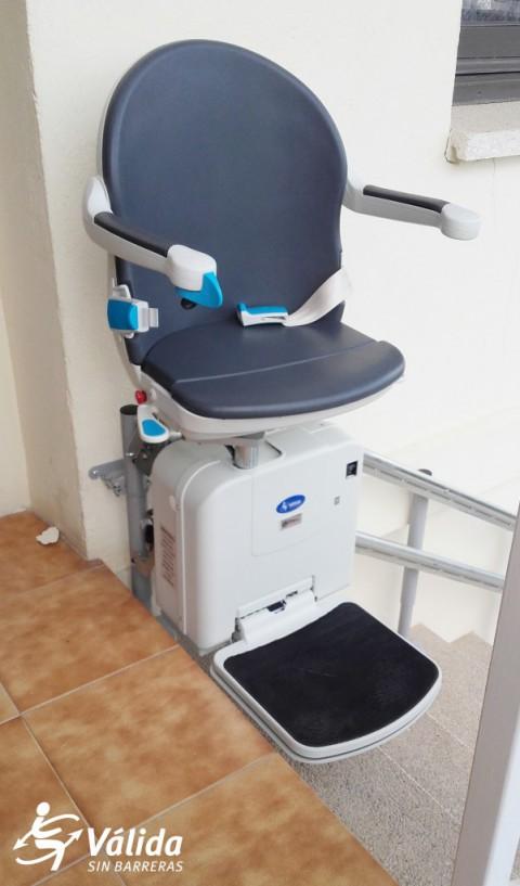 Instal·lació de cadira salvaescales Socius a Celrà, Girona