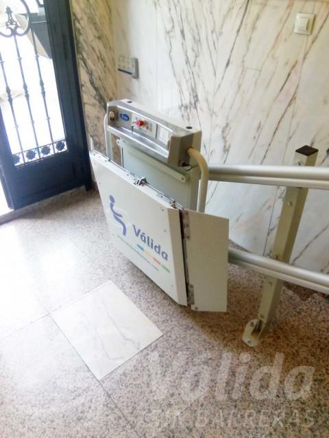plataforma elevadora en entrada comunitat veïns madrid