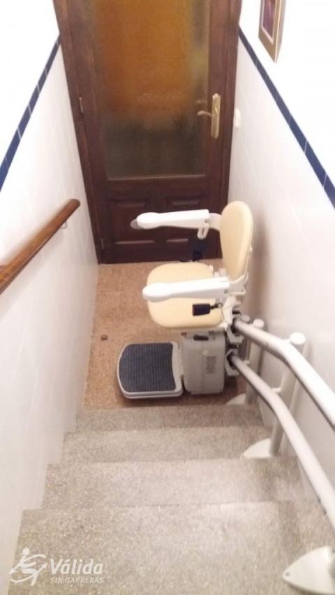 cadira pujaescales per a persones amb mobilitat reduïda a Girona