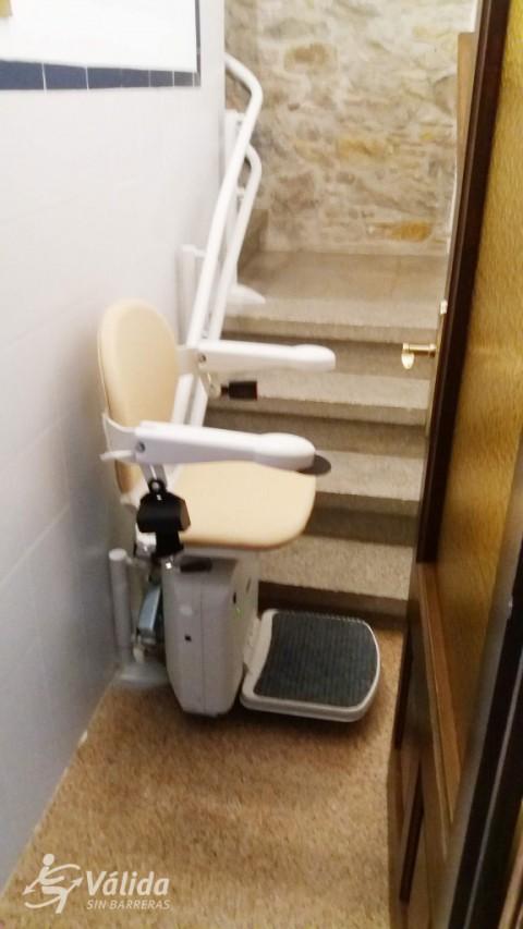 silla salvaescales instal·lada a casa particular de la Bisbal d'Empordà