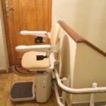 pujar i baixar escales amb una cadira pujaescales que millora l'autonomía i seguretat