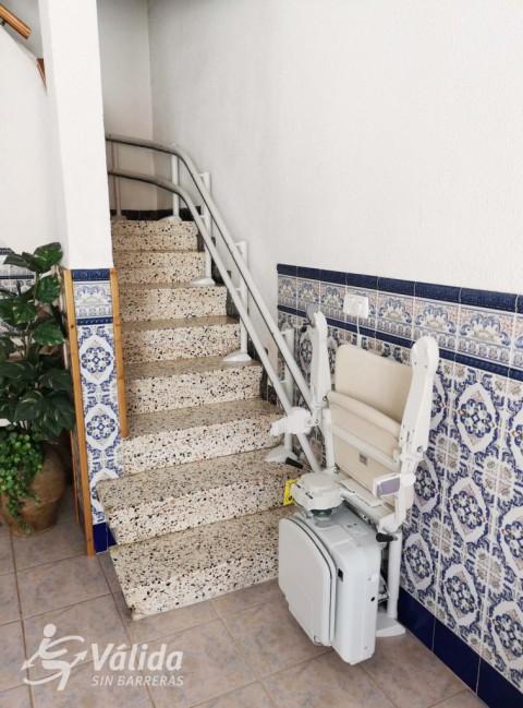 Cadira pujaescales per persones amb discapacitat instal·lada a Castellón
