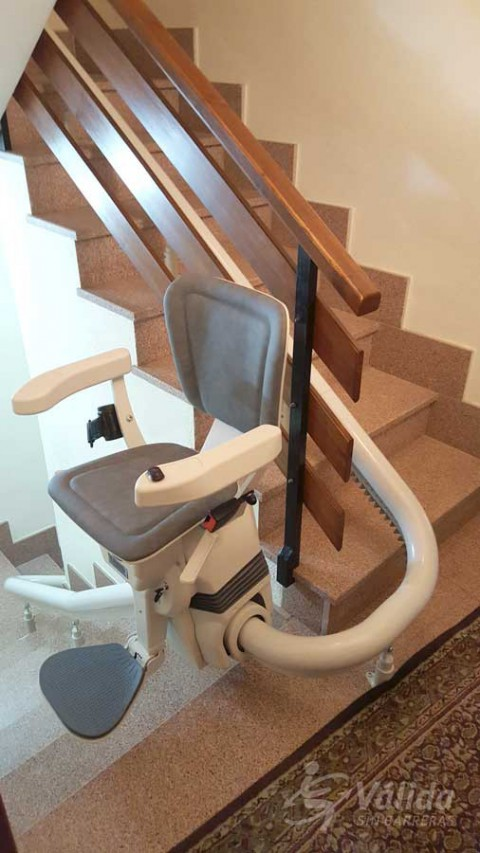 Pujar i baixar escales amb una solució pujaescales de Válida sin barreras