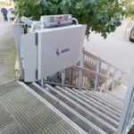 plataforma salvaescales molt segura per a persones amb discapacitat