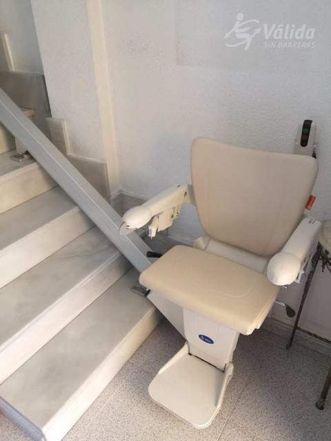Cadira salvaescales Alium instal·lada a interior de casa particular de Múrcia