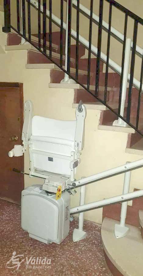 Cadira per millorar l'accessibilitat de les persones amb mobilitat reduïda o discapacitat