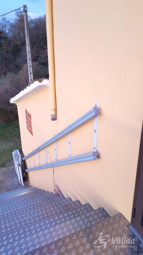 pujar i baixar escales en cadira de rodes amb una plataforma elevadora SPATIUM