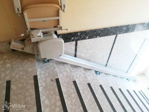 cadira pujaescales per a pujar i baixar trams d'escala rectes a Palencia