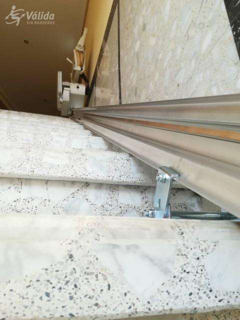 cadira elevadora per a suprimir desnivells verticals a comunitat de veïns