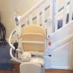 Pujar i baixar escales amb un pujaescales que permeti un accés autònom
