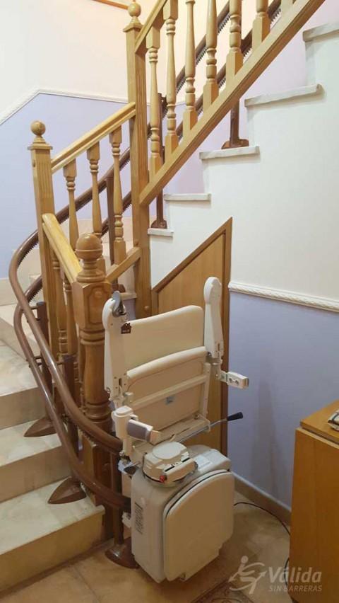 Instal·lar una cadira elevadora per puja i baixar escales a Pina de Ebro