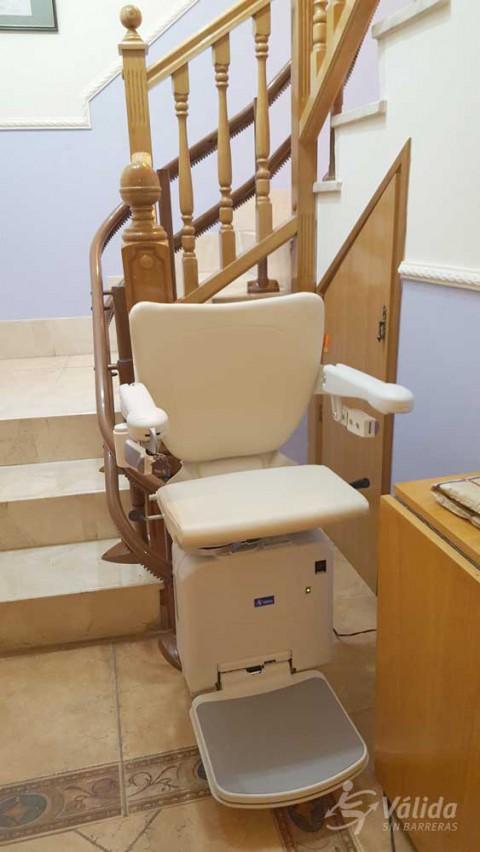 Cadira salvaescales SOCIUS instal·lada a casa particular de Pina de Ebro, Zaragoza