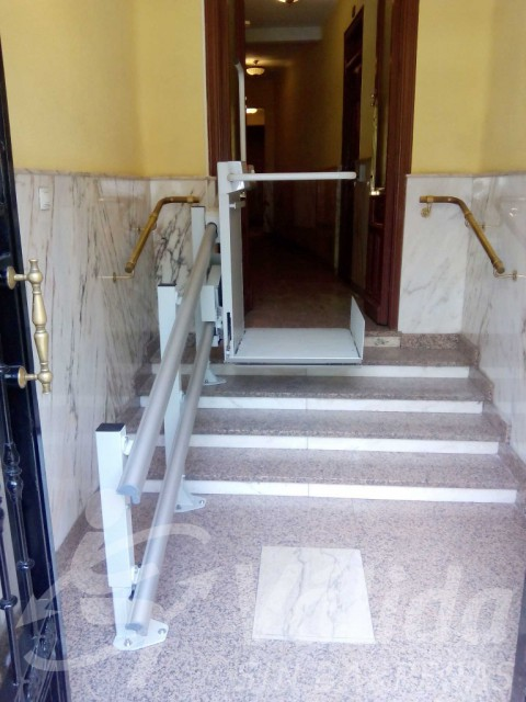 plataforma instal·lada en replà comunitat veïns madrid