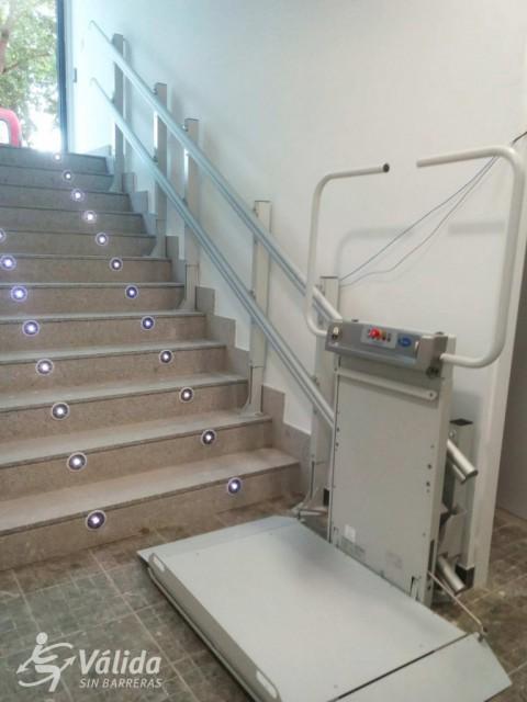 instal·lació de plataforma salvaescales a local de Salamanca