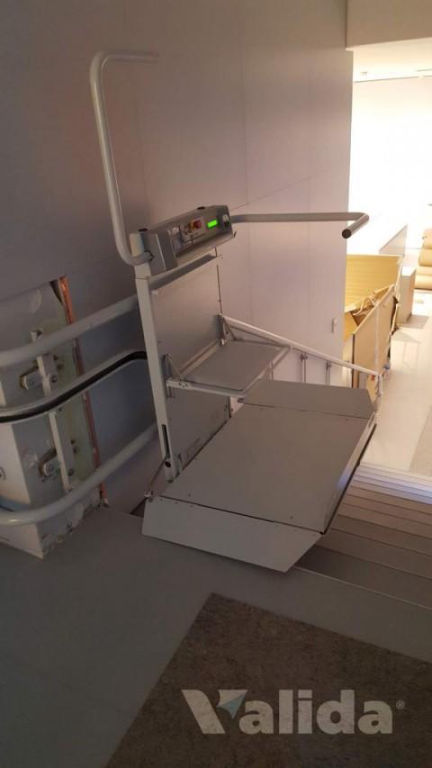 Plataforma salvaescales per interior y tram amb corba