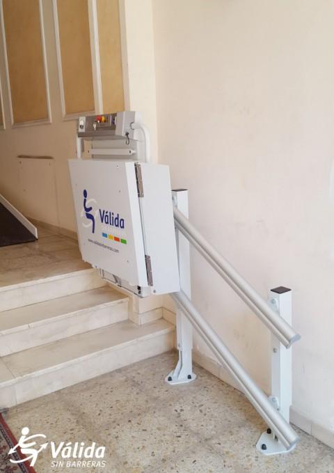 plataforma elevadora a entrada de comunitat instal·lació rápida, segura i sense obres