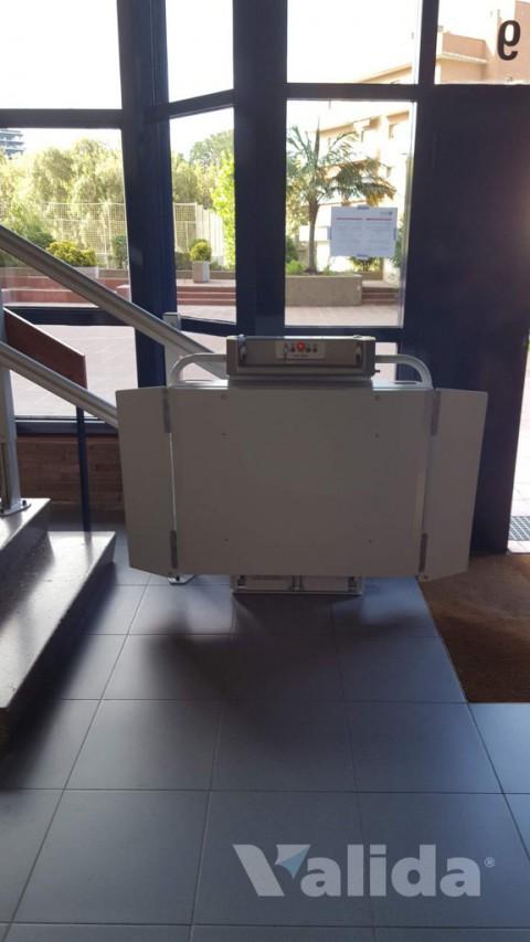 Plataforma salvaescales Spatium per edifici públic a Badalona