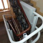 Plataforma puja escales per trams d'escala amb corba