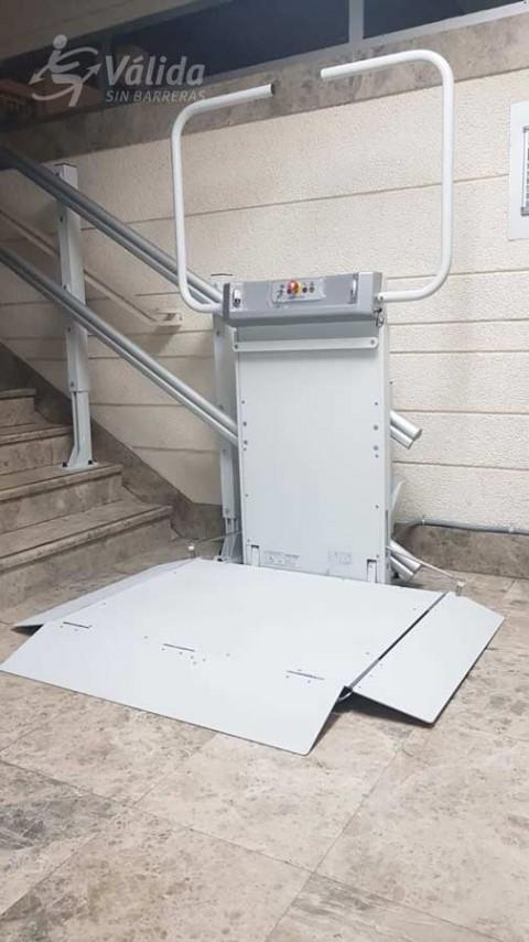 Plataforma salvaescales Spatium instal·lada a comunitat de veïns de València