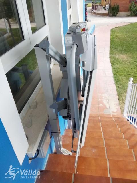 instalación de plataforma salvaescaleras en casa particular de Segovia