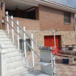 plataforma pujaescales instal·lada a exterior de casa particular de Yuncos, Toledo