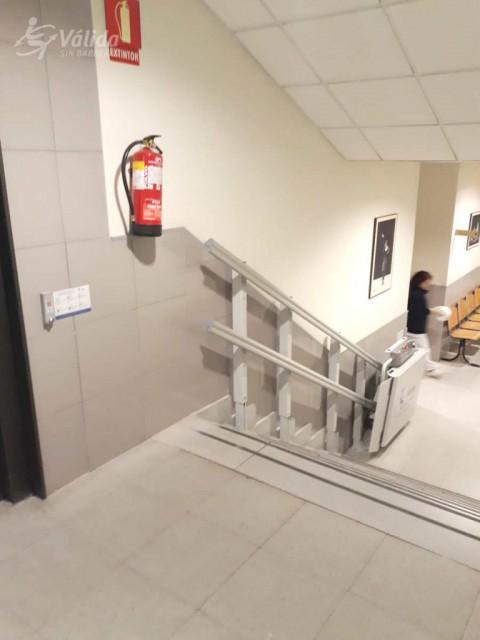plataforma pujaescales per a salvar un tram d'escales recte a Madrid