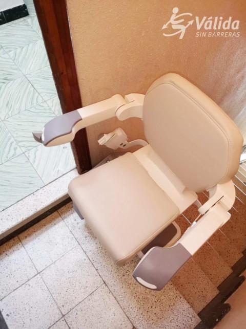 Cadira salvaescales instal·lada a casa particular de Polinyà de Xúquer, València