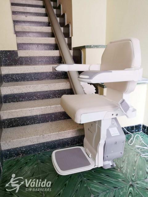 cadira pujaescales plegable, segura, pràctica i fàcil d'instal·lar
