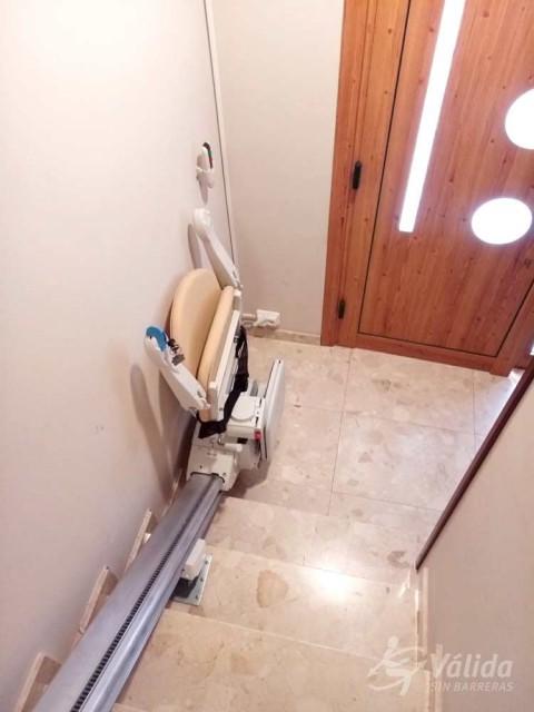 cadira elevadora FIDUS instal·lada a casa particular de Sallent, Barcelona