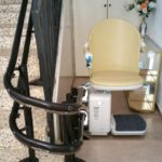 cadira ajuda pujar i baixar escales corbes pineda de mar