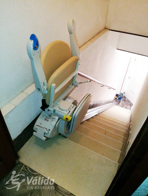 cadira salvaescales instal·lada a casa particular d'Alicante, Villena