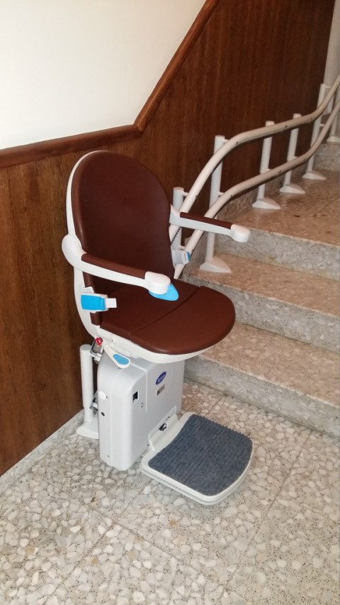 silla salvaescaleras marron con doble carril en ciudad real puertollano