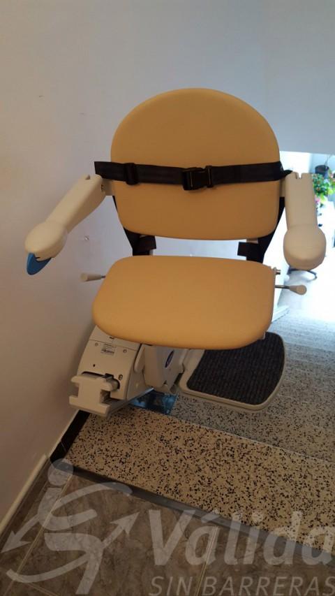 Cadira pujaescales Fidus en Sils, Girona, per a superar escales rectes