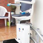 Cadira salvaescales Socius exterior a escala corba instal·lada a Celra