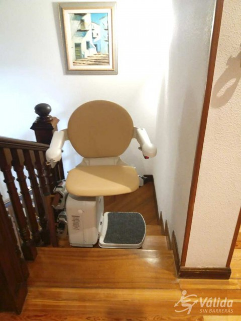 Cadira salvaescales SOCIUS amb seient plegable i giratori Madrid