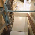 Muntatge de plataforma pujaescales per a pujar i baixar escales Guipúzcoa
