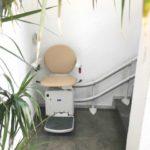 Cadira pujaescales instal·lada a casa particular de Sant Cugat del Vallès