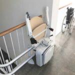 instal·lació de cadira per a pujar i baixar escales de manera fàcil i segura