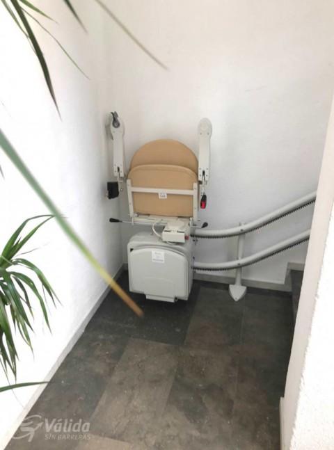comprar cadira elevadora per a salvar un tram d'escales corb a Barcelona