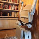 Pujar i baixar escales amb una cadira salva escales per millorar la mobilitat