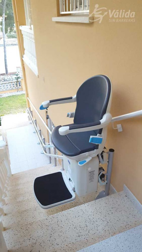 cadira pujaescales SOCIUS instal·lada a casa particular de Segur de Calafell