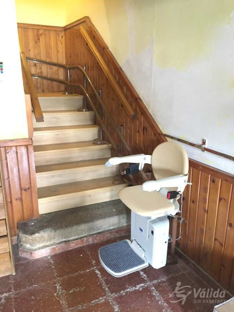 Cadira salvaescales SOCIUS instal·lada a casa particular de Selaya a Cantabria