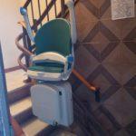 cadira pujaescales plegada de color verd tipus Socius a barcelona