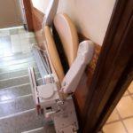Cadira pujaescales plegada i que ocupa poc espai a Barcelona
