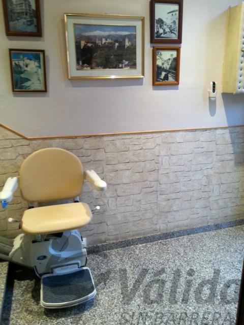 cadira elevadora amb seient plegable a manlleu model fidus