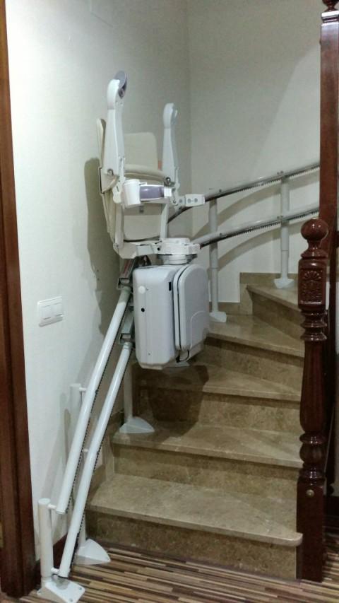 recorregut cadira elevadora per espais d'interior muntada per valida