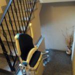 cadira pujaescales plegable i amb seient giratori per a facilitar l'accés