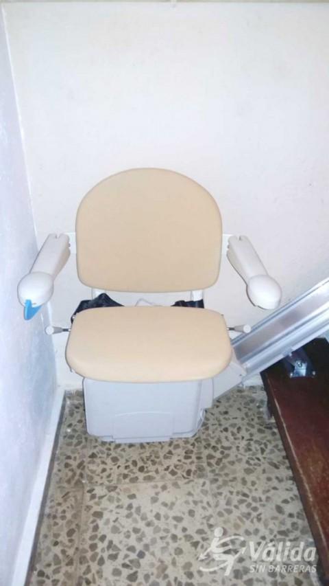 Cadira pujaescales per a salvar un tram d'escales recte a Los Villares